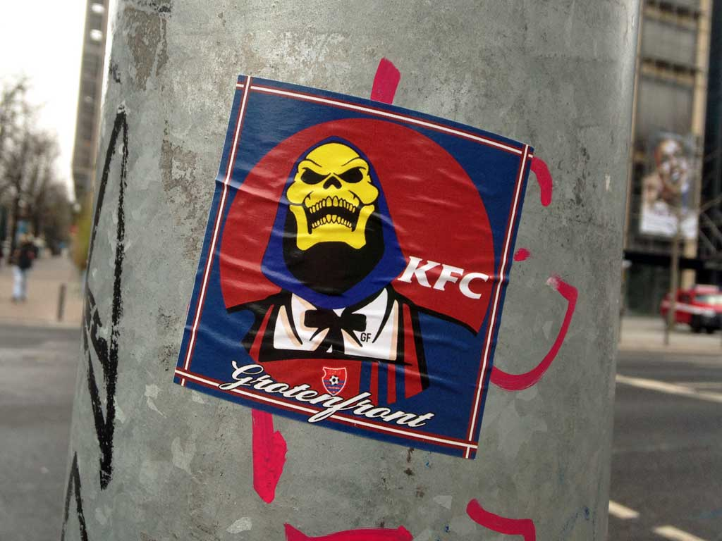 Sticker-Art mit Logo-Abwandlungen: Aus KFC wird MASTERS OF THE UNIVERSE