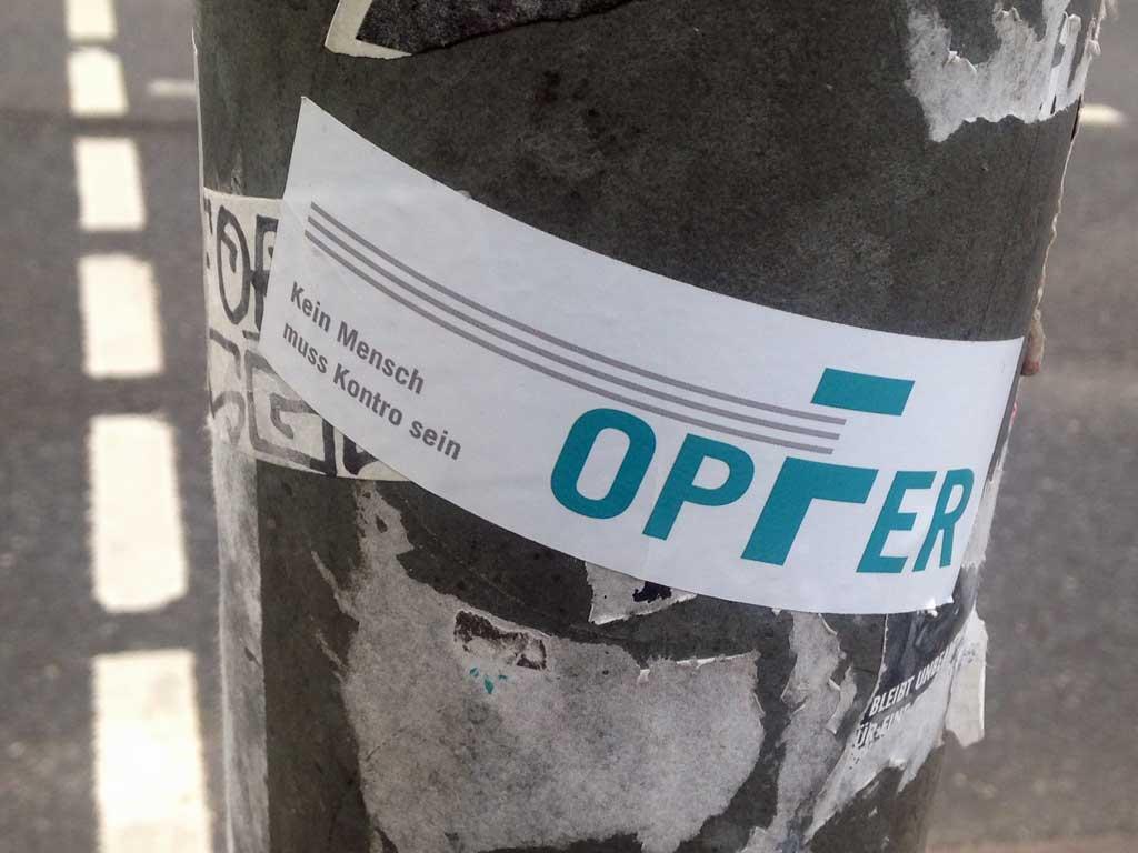 Sticker-Art mit Logo-Abwandlungen: Aus VGF wird OPFER