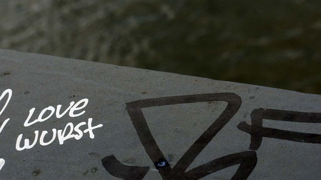Love Wurst - Streetart mit der Wurst