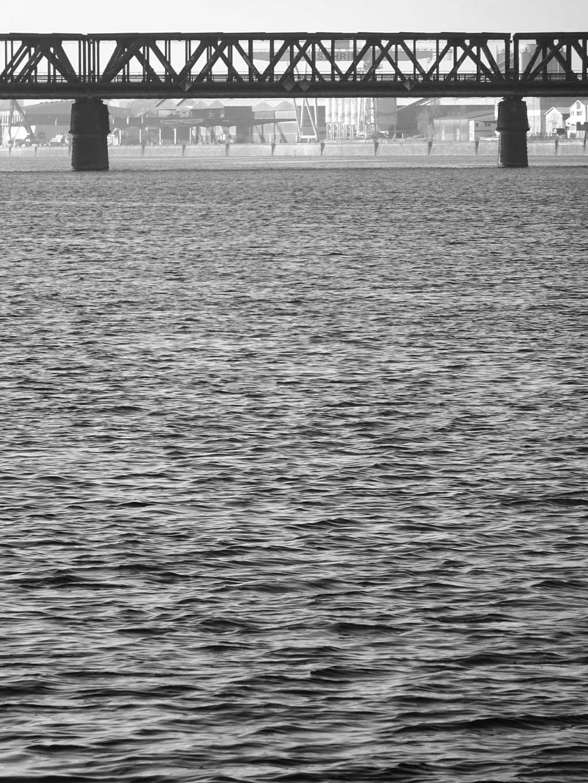 schwarz-weiss-fotografie frankfurt main neckar brücke