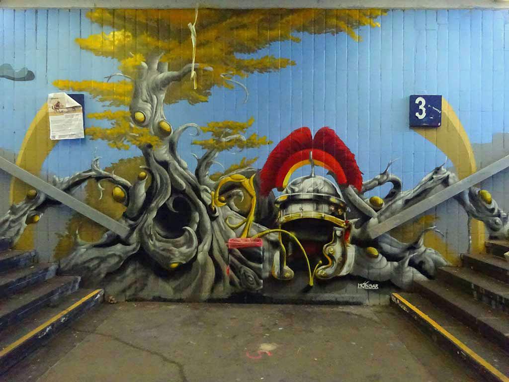 Graffiti in der Unterführung am Bahnhof Mainz-Kastel in Wiesbaden