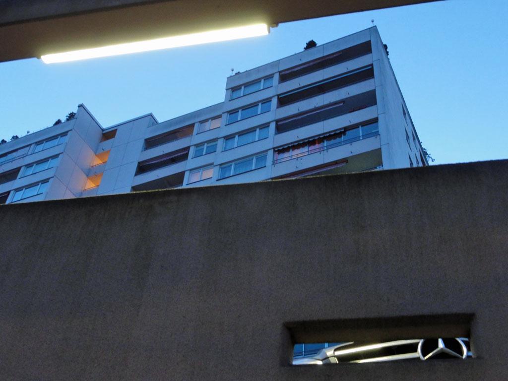 Mercedes und Hochhaus in Offenbach