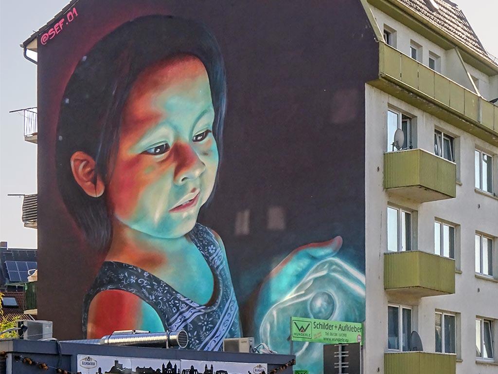 Streetart Wiesbaden - Mural mit Kind von SEF