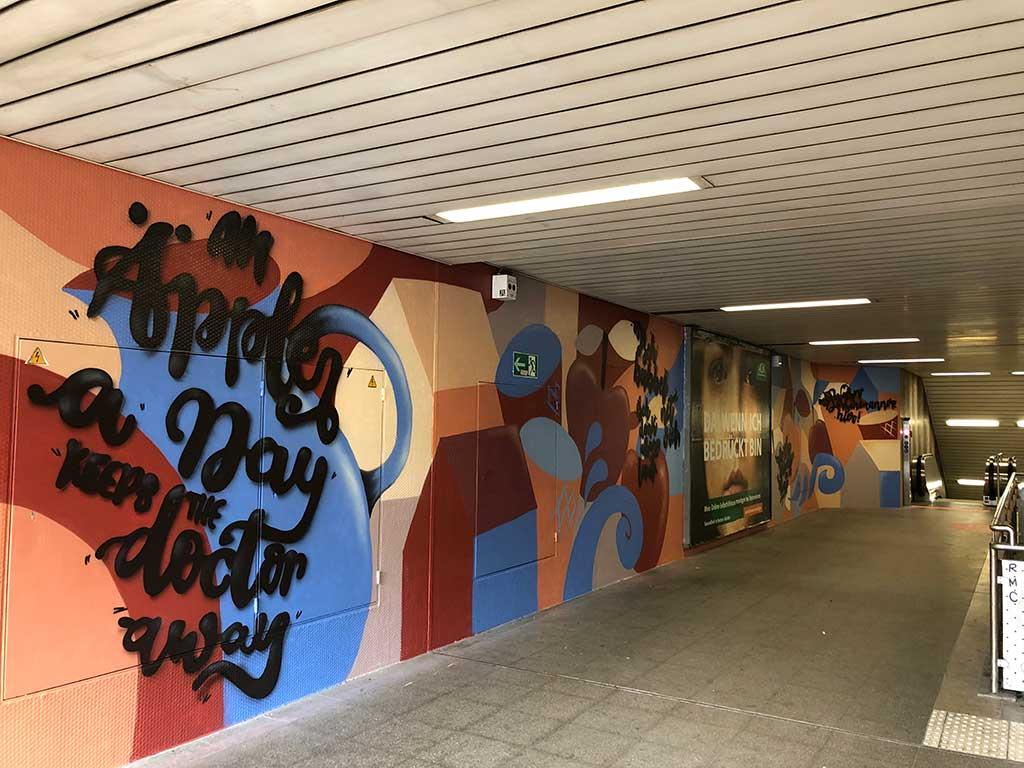 Mural Art mit Apfelwein-Sprüche am Lokalbahnhof