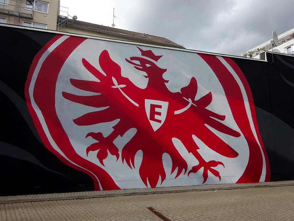 Mural Art mit dem Wappen von Eintracht Frankfurt