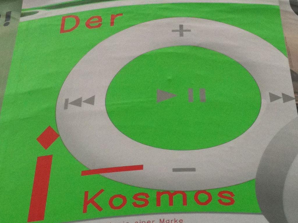 """Plakatausschnitt zur """"Der i-Kosmus""""-Ausstellung im MAK in Frankfurt"""