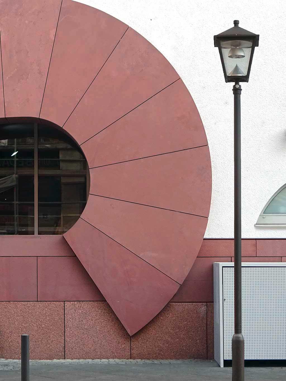 Fassadendetail des Museum MMK in Frankfurt am Main