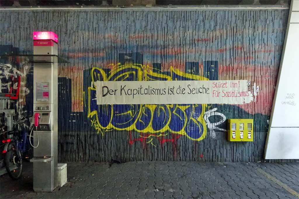 Politischer Protest zu Corona-Zeiten in Frankfurt: Der Kapitalismus ist die Seuche