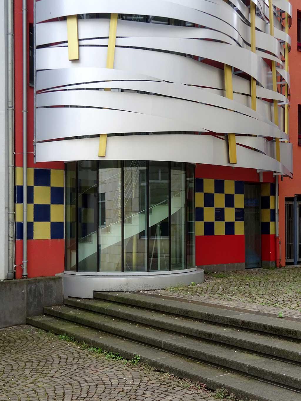 Stadtbilder Frankfurt - Postmoderne Architektur in der Saalgasse in der Frankfurter Altstadt
