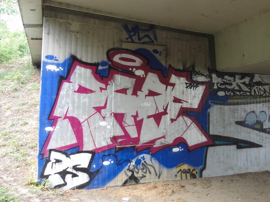 "Graffitiname ""RAPE"""