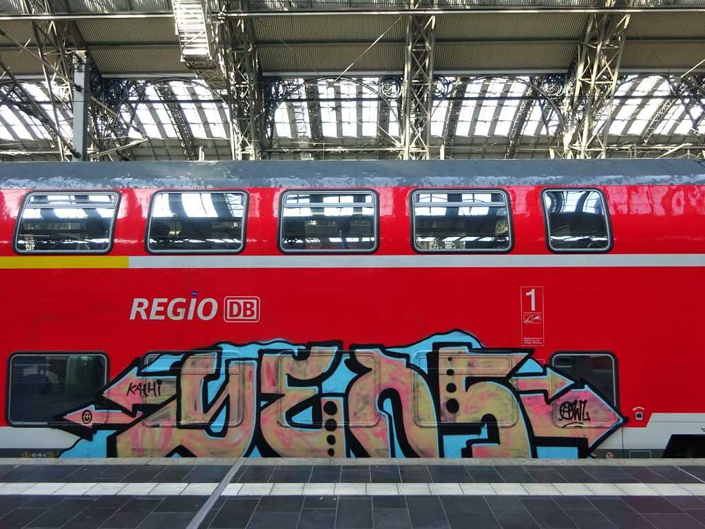 Regiozüge mit Graffiti