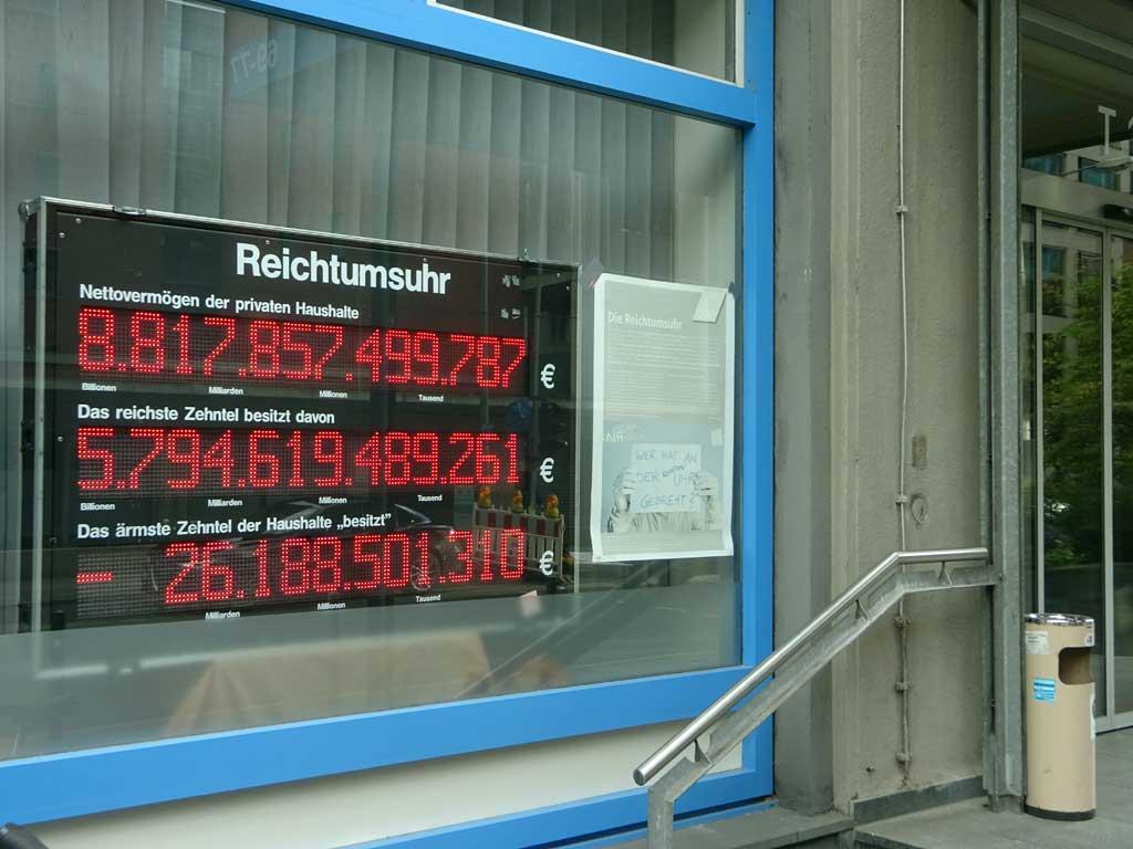 Die Reichtumsuhr in Frankfurt