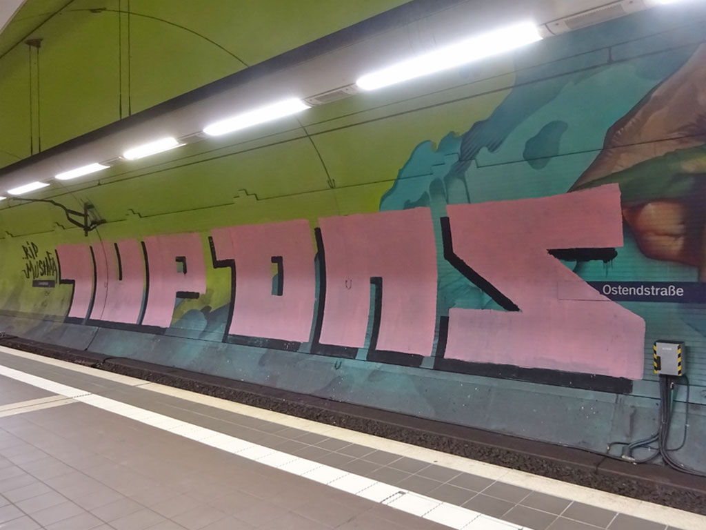 Ostendstraße - Großes Roll-Up-Graffiti