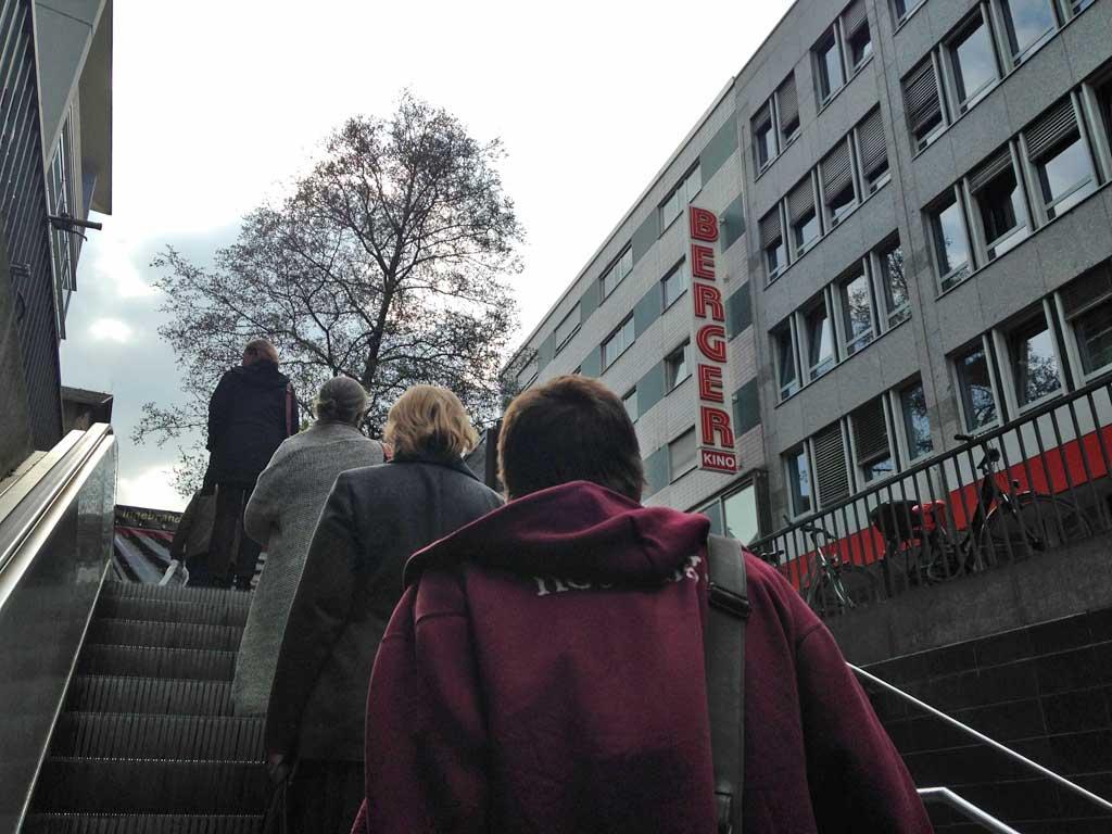 Rolltreppe hoch in Bornheim Mitte / Berger Straße