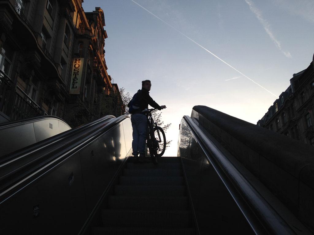 Rolltreppe am Hauptbahnhof bzw. der Kaiserstraße im Bahnhofsviertel in Frankfurt