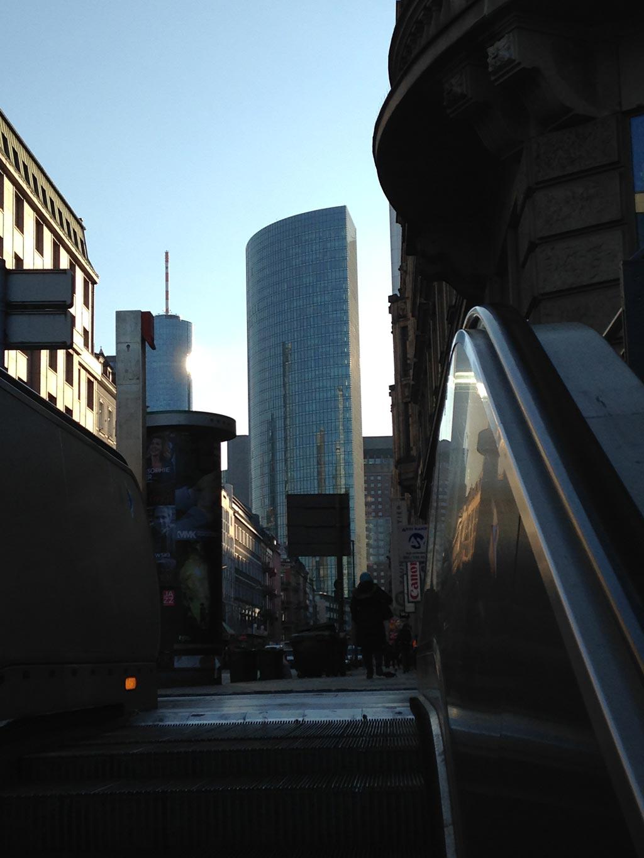 Rolltreppenaufgang im Bahnhofsviertel von Frankfurt
