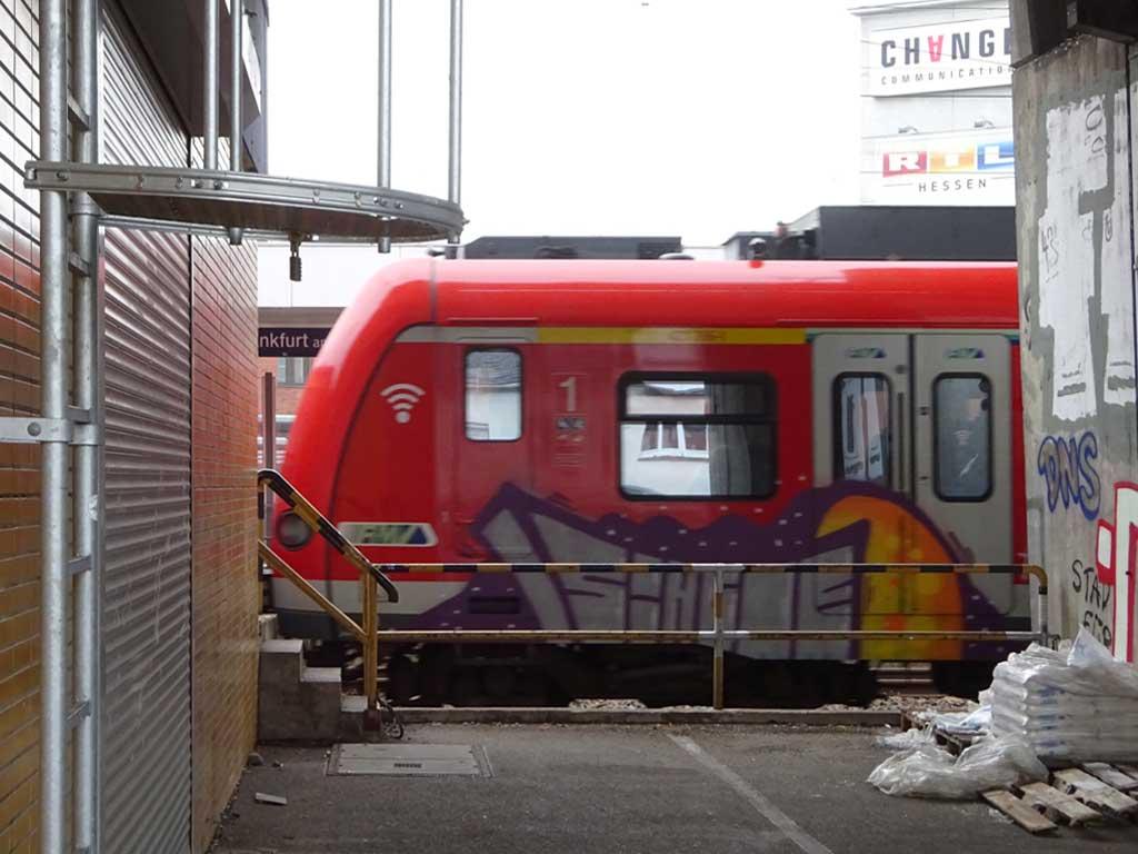 S-Bahn-Zug-Graffiti