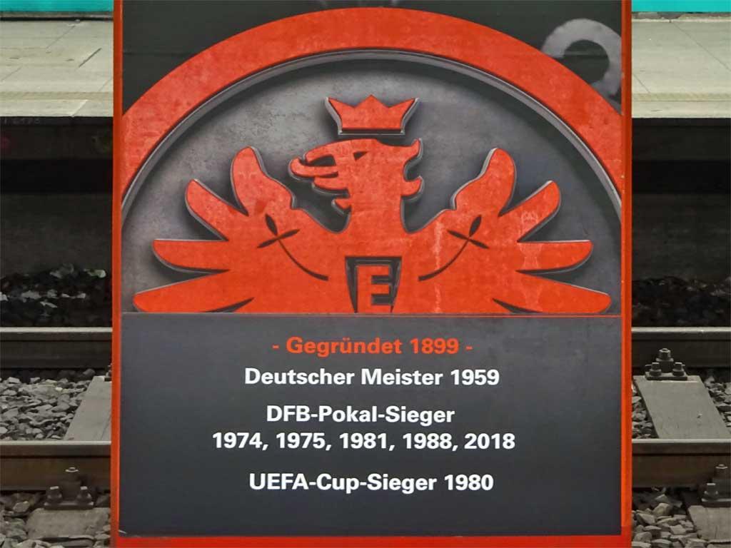 Säulen der Eintracht am Willy-Brandt-Platz in Frankfurt