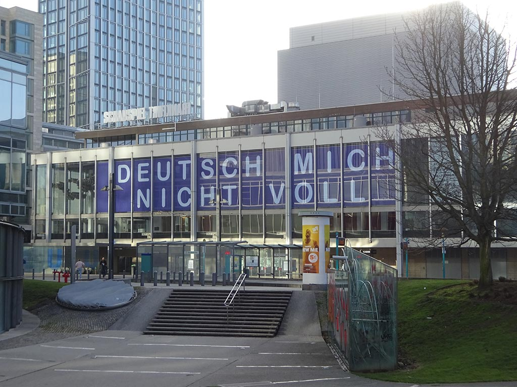 """Schauspiel Frankfurt - """"Deutsch mich nicht voll"""" von Naneci Yürdagul"""