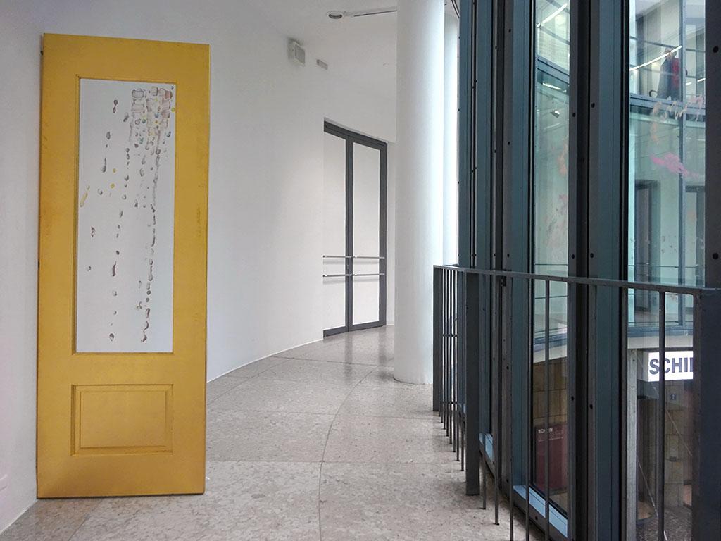Family Land von Karla Black in der Rotunde der Schirn Kunsthalle Frankfurt