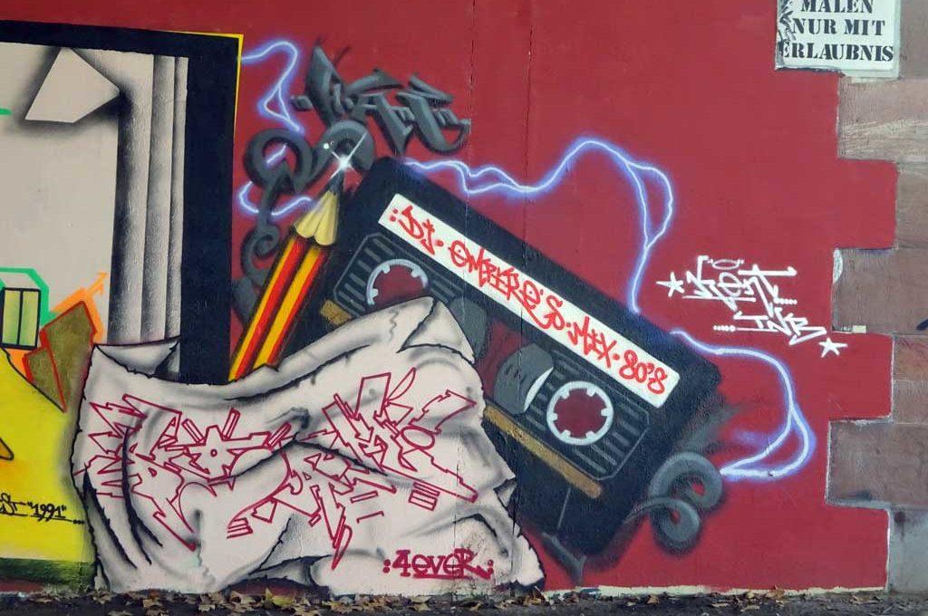 Sketchbook-Graffiti an der Friedensbrücke