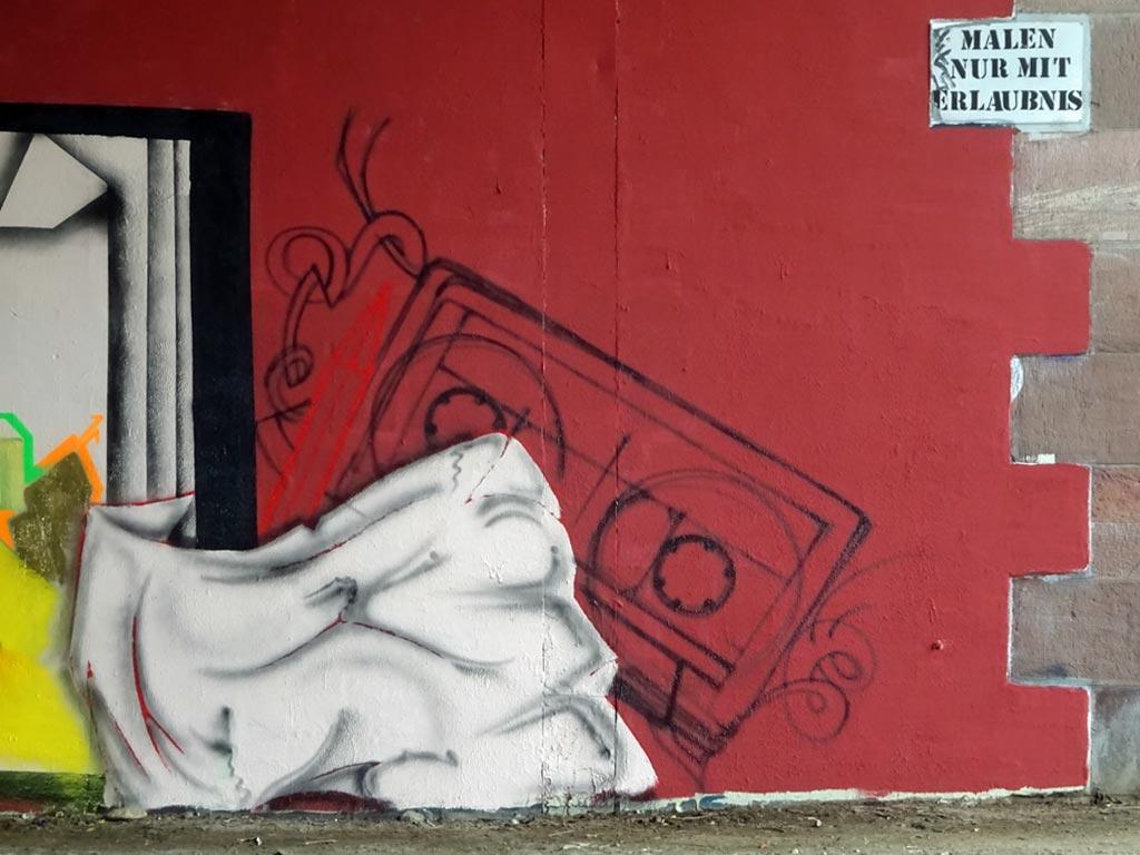 Sketchbook-Graffiti an der Friedensbrücke in Frankfurt