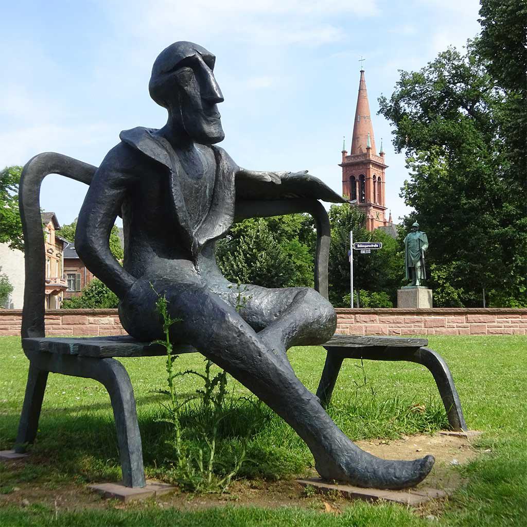 Stadtbilder Frankfurt - Skulptur von Viktor Gulchenko im Brüningpark in Frankfurt