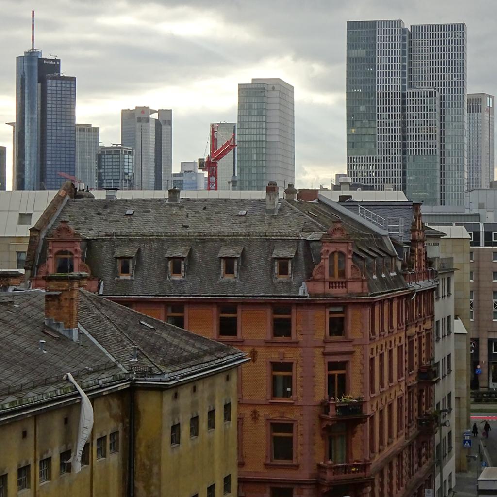 Gerichtsviertel und Wolkenkratzer in Frankfurt