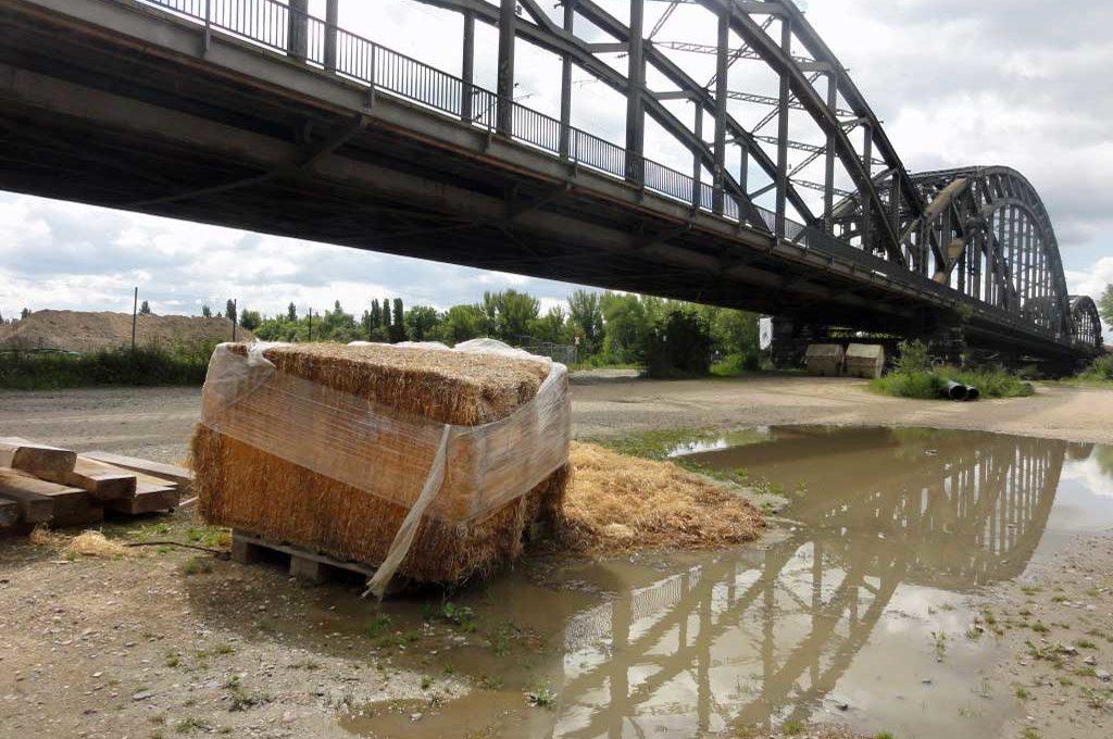 Spiegelung der Deutschherrnbrücke