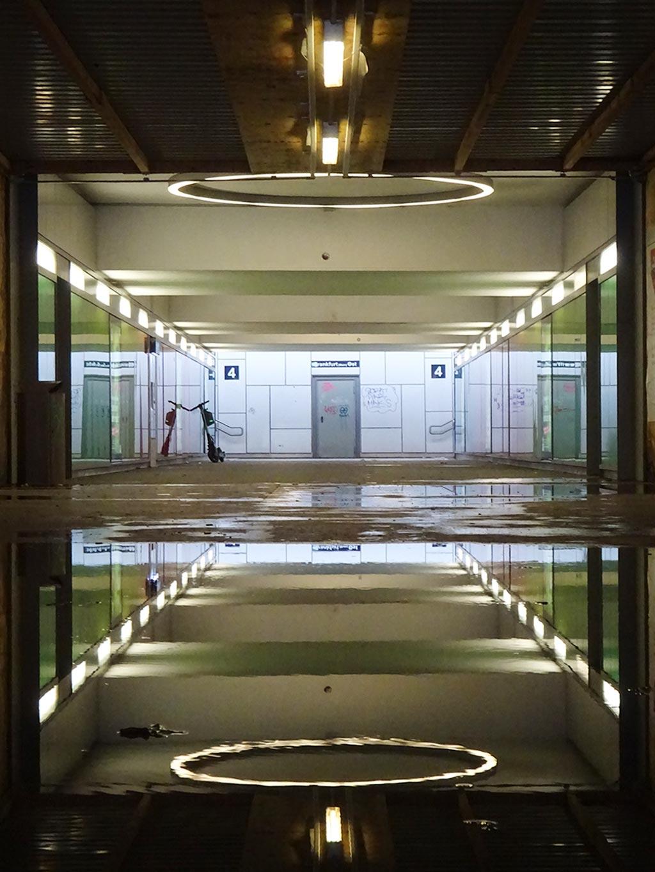 Spiegelung im Ostbahnhof