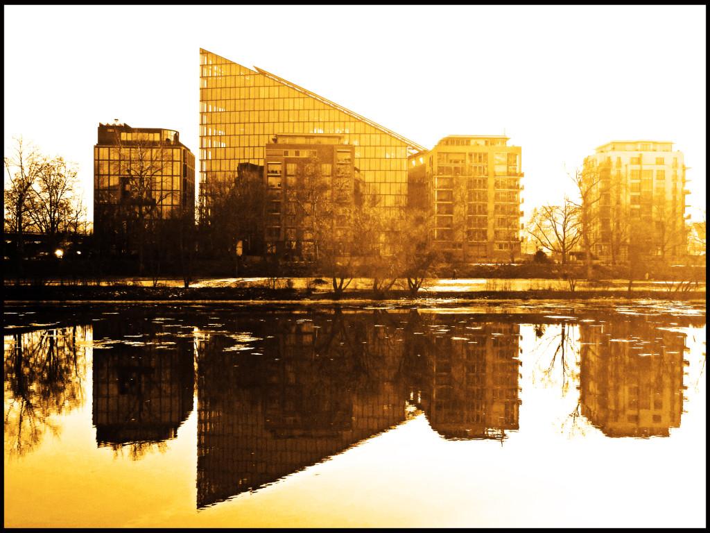 Speigelung im Main in Frankfurt