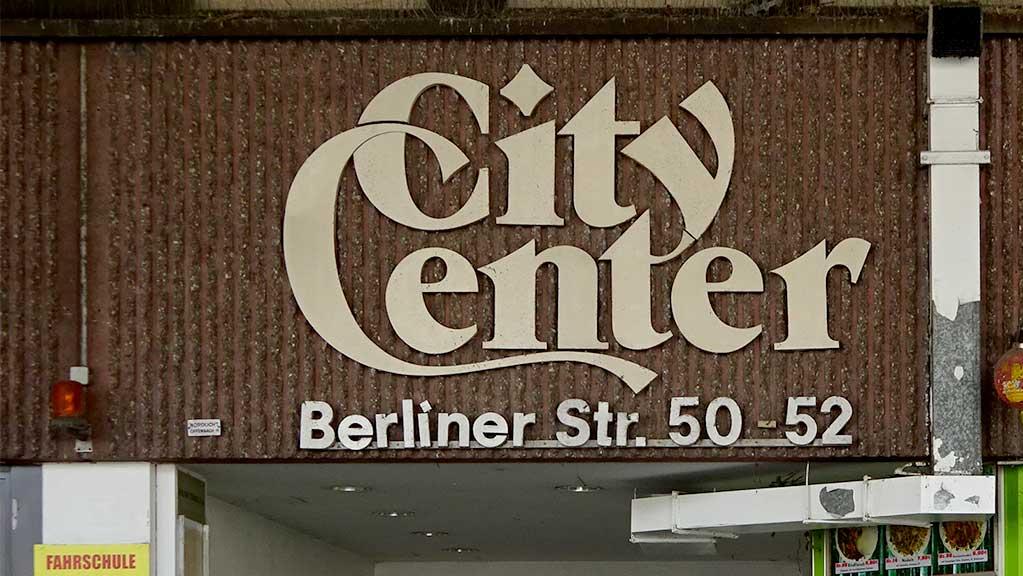 City Center an der haltestelle Marktplatz in Offenbach
