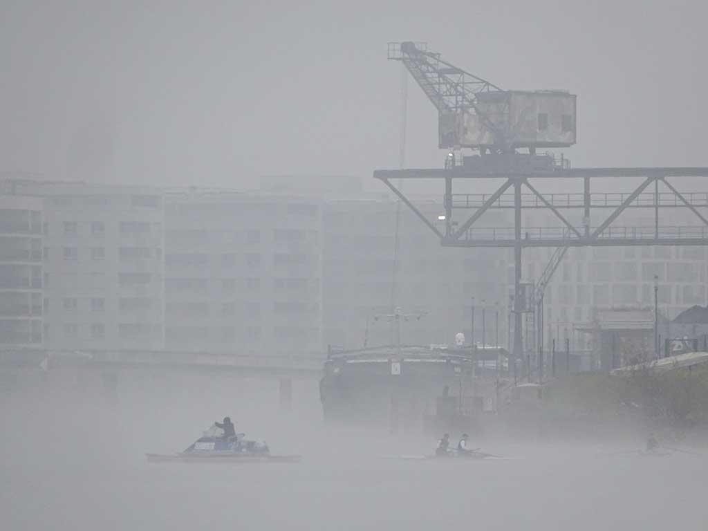 Nebel über dem Main in Offenbach