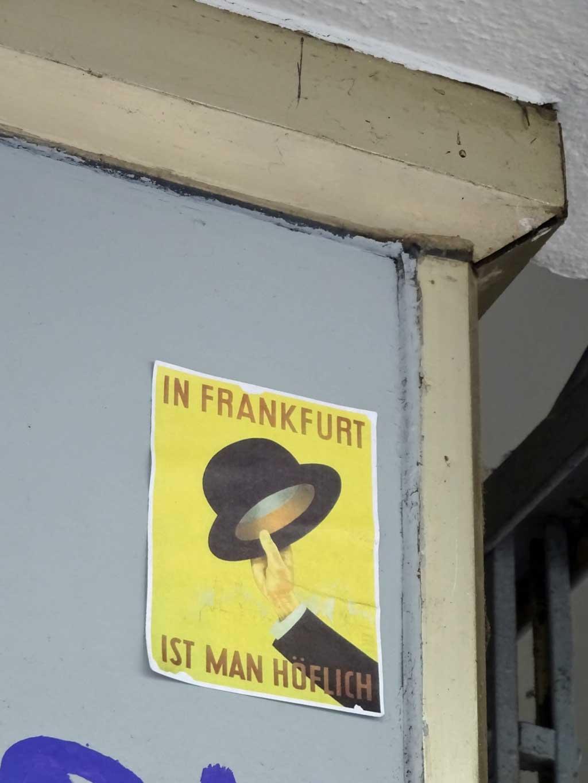 Sticker Art - In Frankfurt ist man höflich
