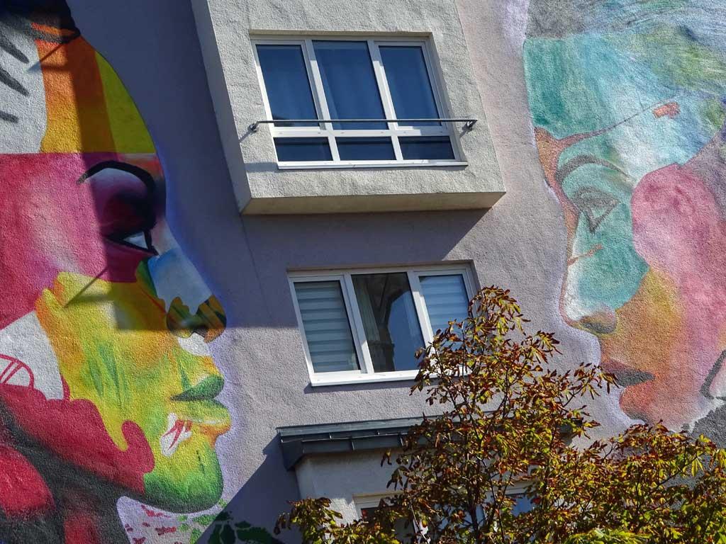 Streetart-Fotografie in Wiesbaden - Augenhöhe-Mural von Cor