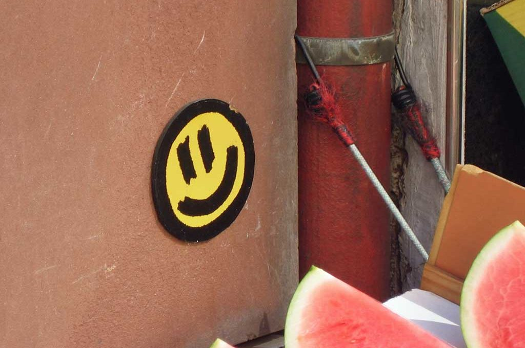Gelber Smiley in der Streetart