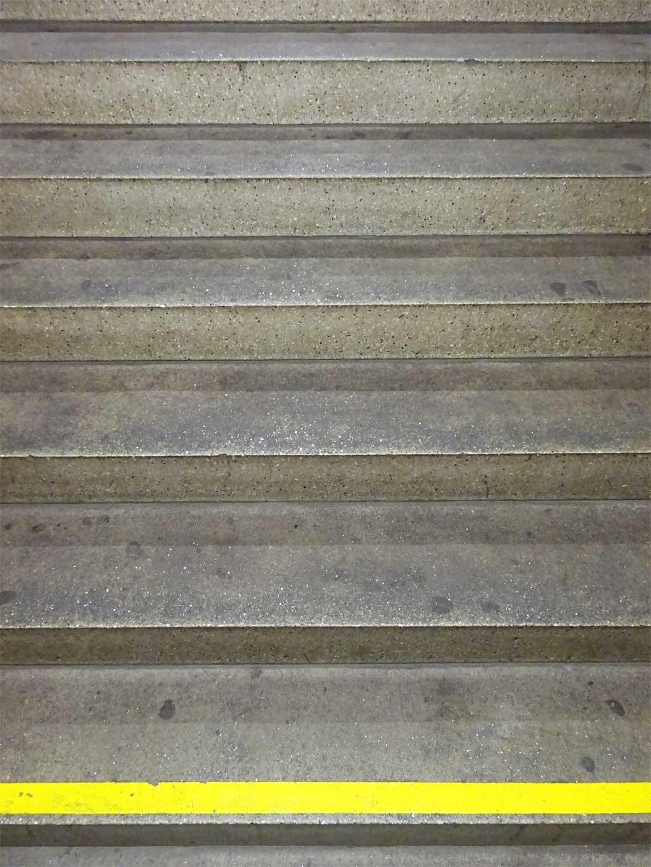 Gelber Streifen als Stufenvorderkantenmarkierung