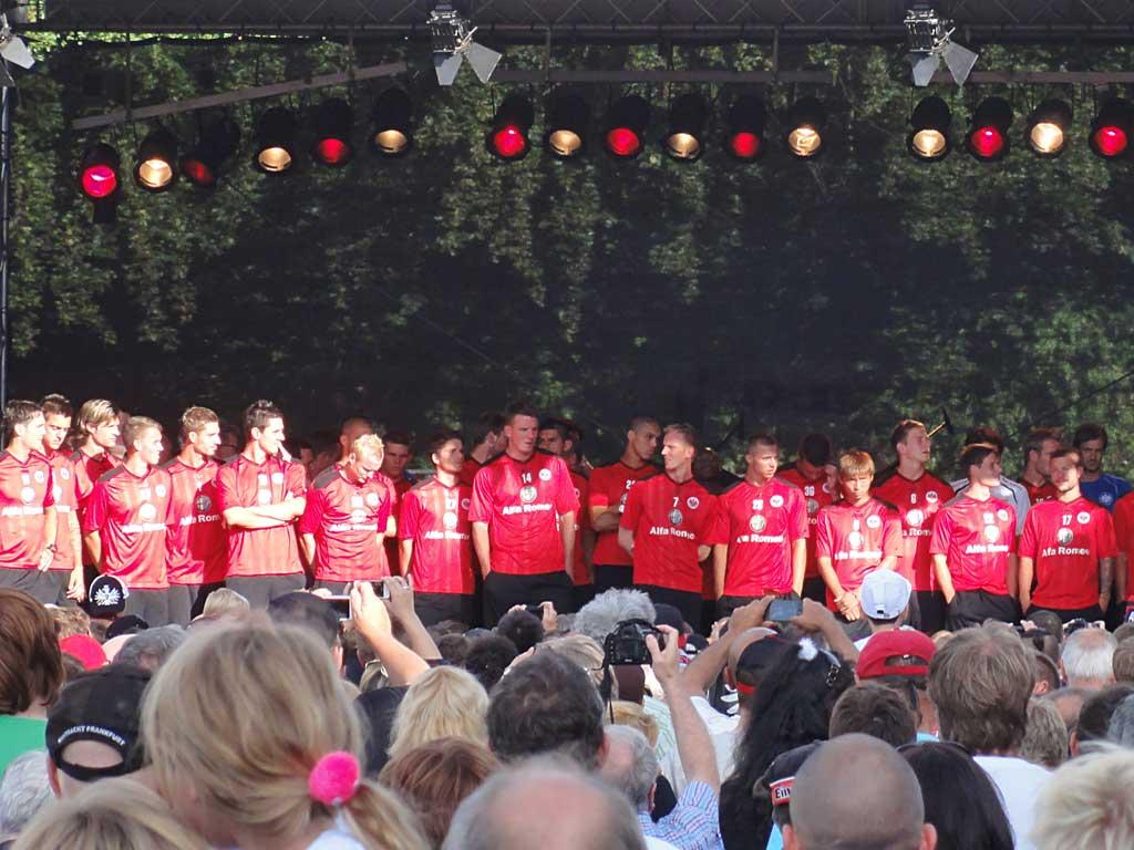 Team von Eintracht Frankfurt bei der Eröffnungsfeier
