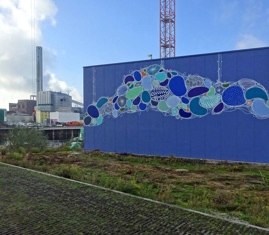 Thekra Jaziri - Fassadenkunst an der Grundwassersanierungsanlage am Hafen Offenbach