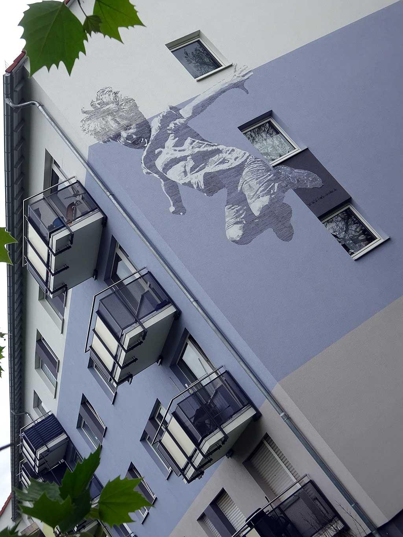 Hausfassade mit Kunst in Frankfurt Fechenheim von Thomas Stolz