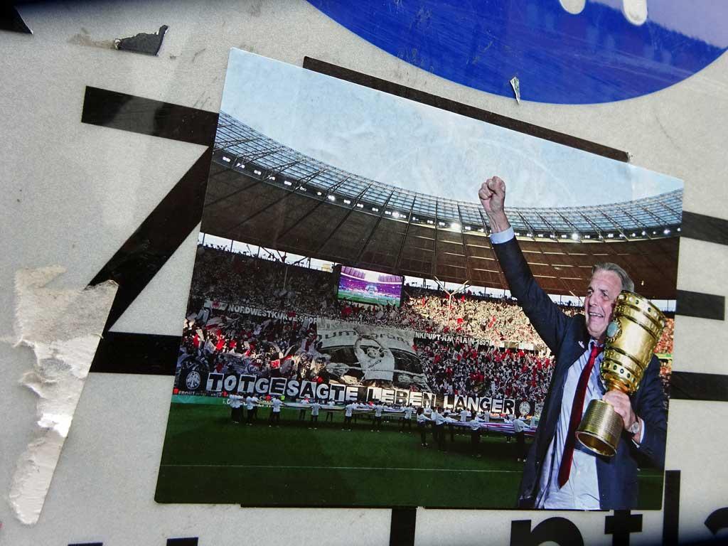 Totgesagte leben länger und Charly Körbel mit DFB-Pokal