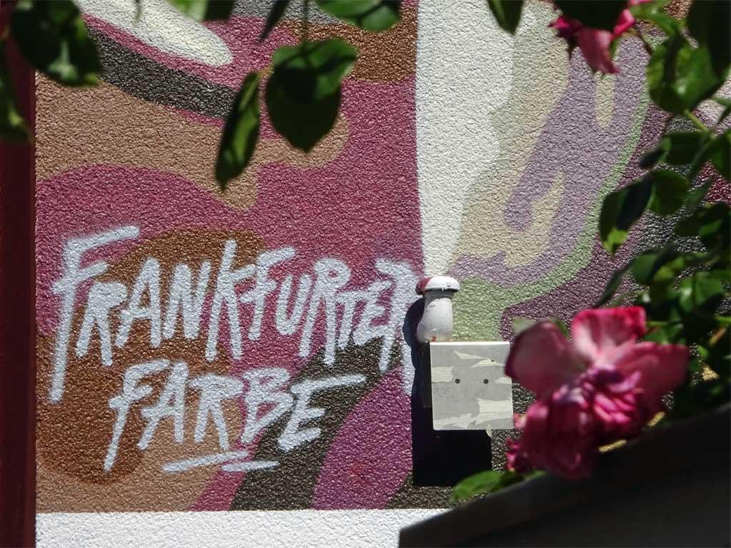 "Hausfassade-Graffiti ""UEFA-Cup-Sieger-1980"""