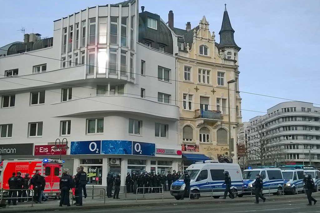Polizeieinsatz in der Leipziger Straße wg. Eintracht- und Darmstadt-Fangruppierungen