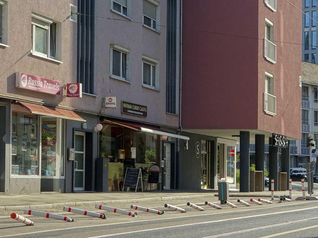 Umgefahrene Absperrpfosten in der Frankfurter Innenstadt