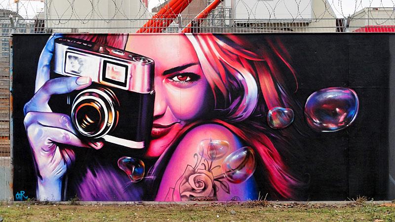Under Art Construction - Graffitikunst am Bauzaun des EZB-Neubaus