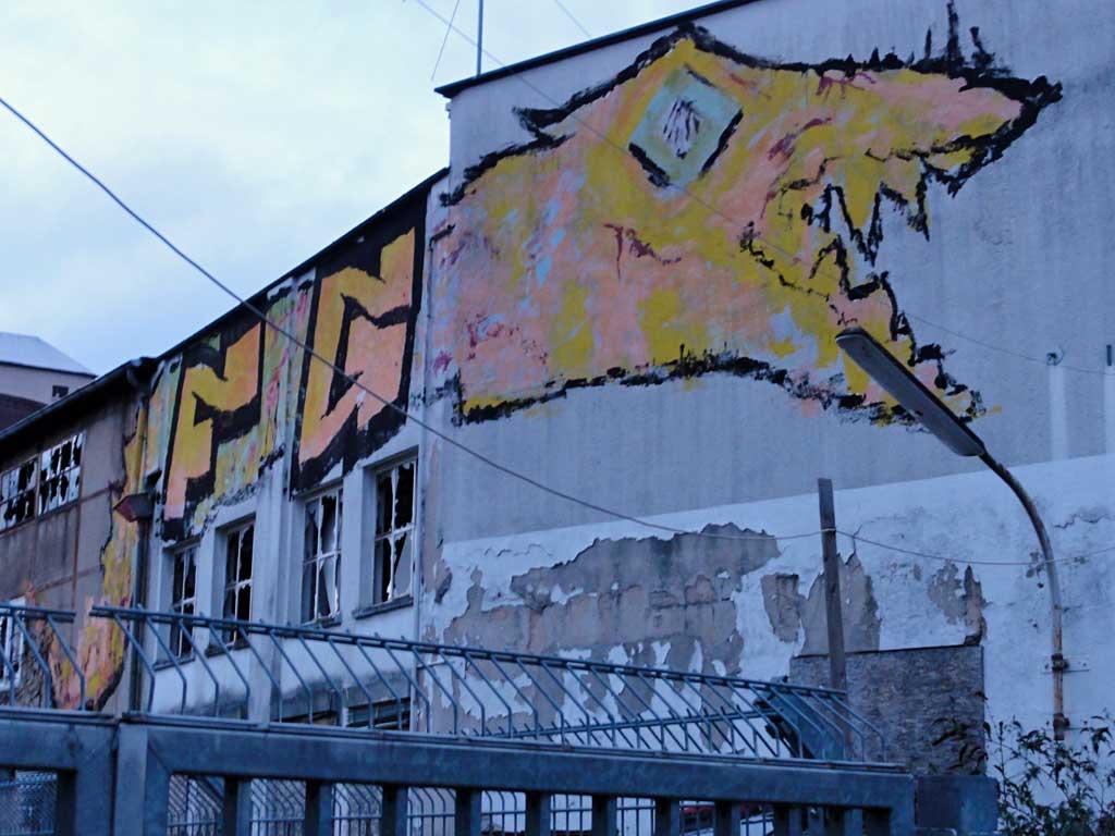 """Großformatiges Roll-Up-Wandbild von """"FG"""" in Frankfurt"""