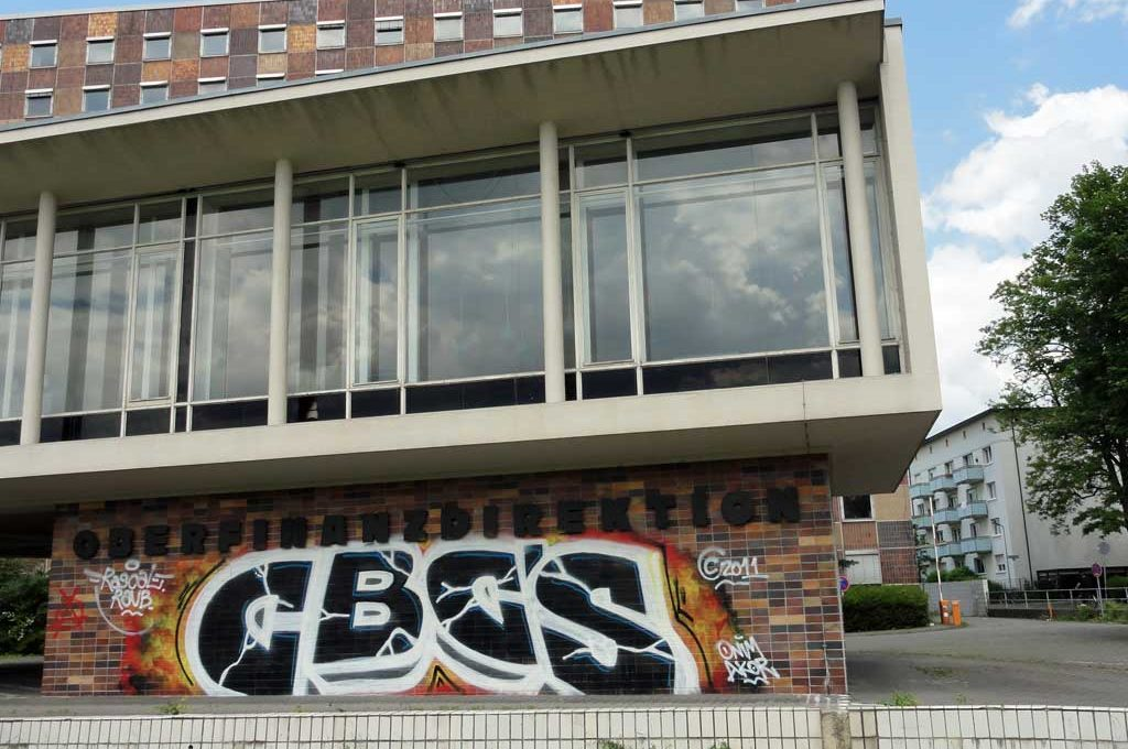 Graffiti an der Oberfinanzdirektion von CBC'S