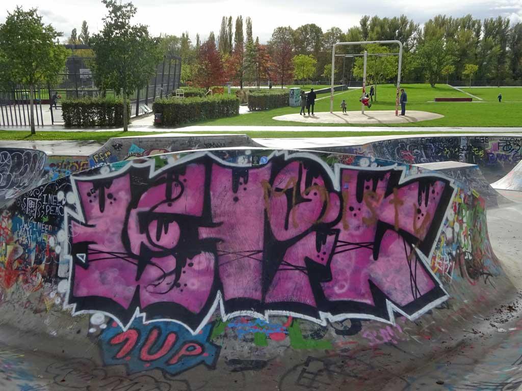 Urban Art bei der Skater- und BMX-Anlage im Hafenpark in Frankfurt