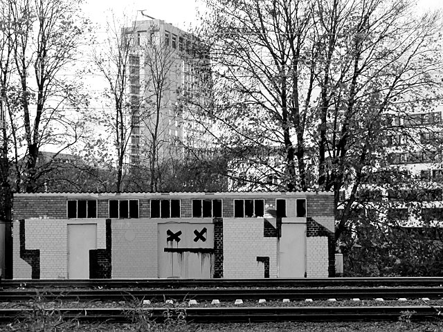 Urbex Frankfurt am Main Ost-BHF in schwarz-weiss
