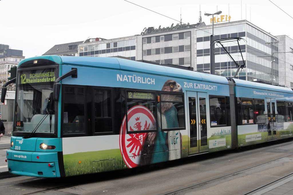 Eintracht Frankfurt-Straßenbahn von der VGF
